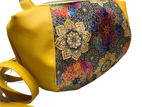 Un sac DEMI LUNE  jaune moutarde & mandala colorés