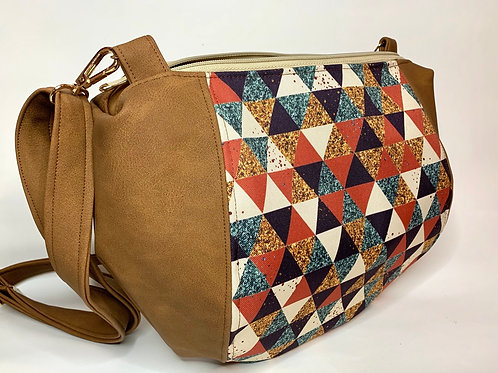 Un sac demi lune marron clair & triangles roux