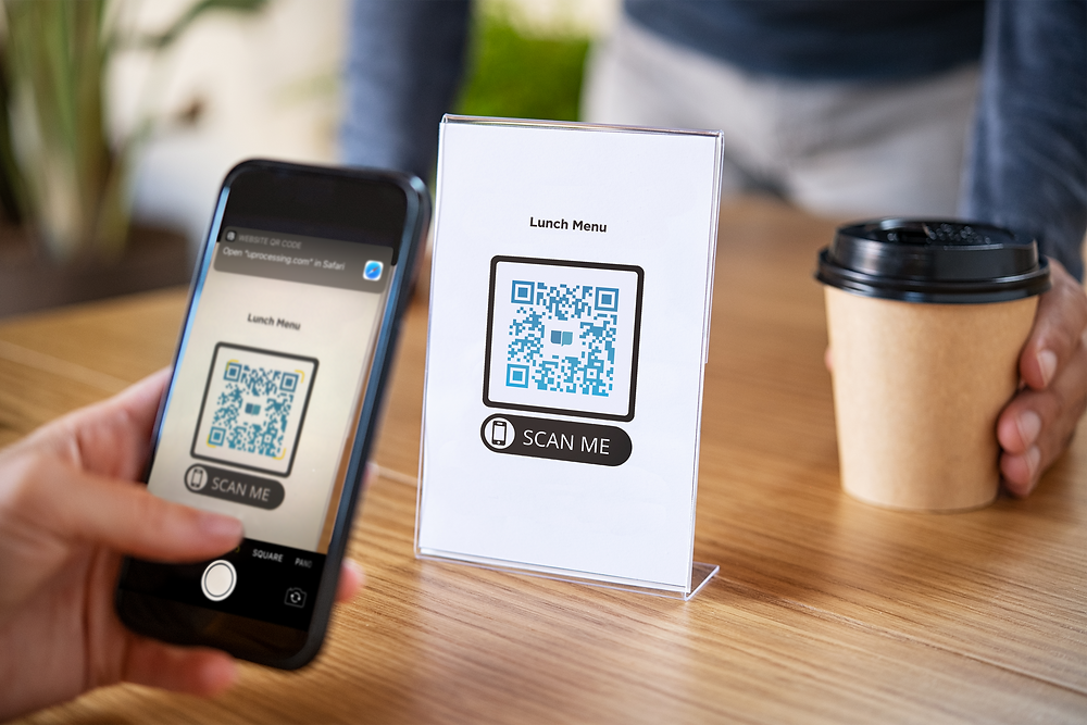 Using an iPhone to scan a digital QR code menu at a cafe