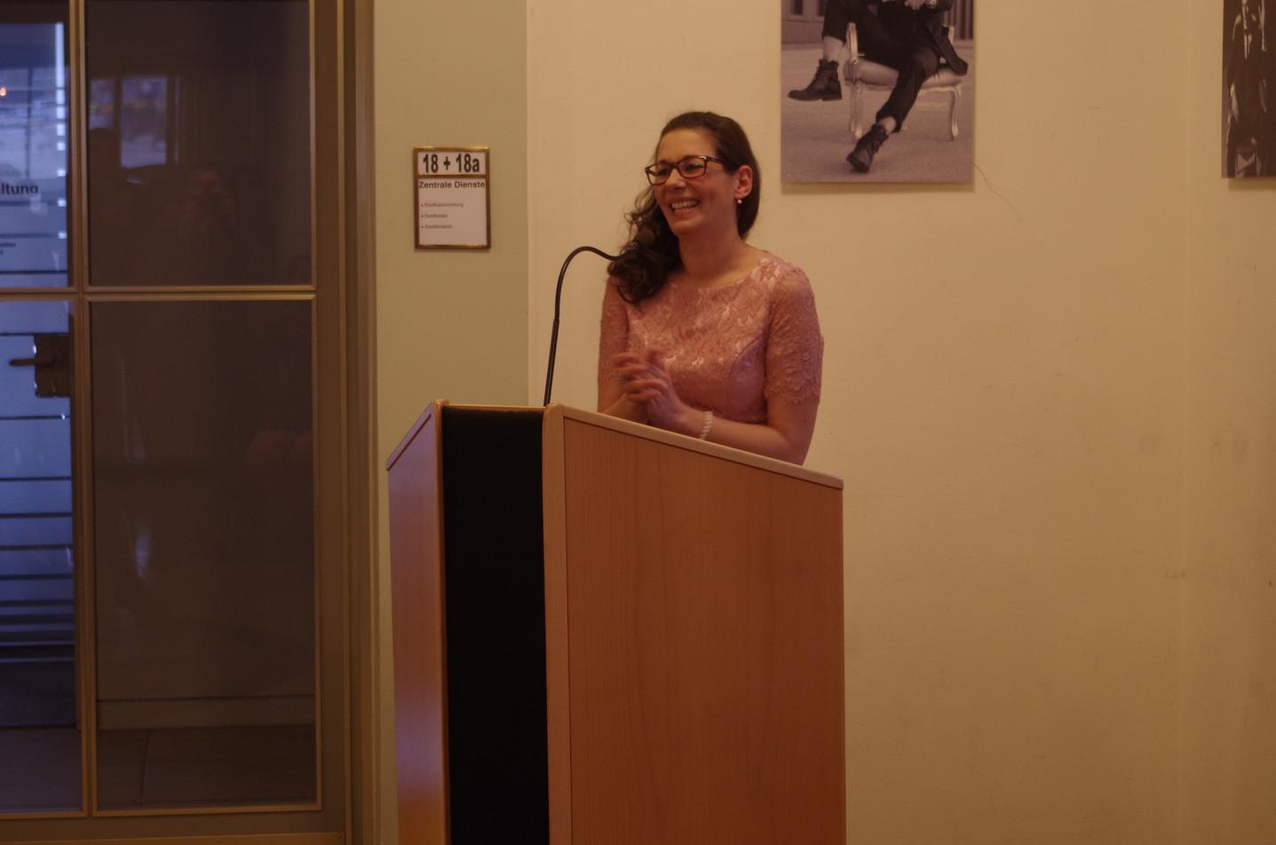 Nadine Ottenbreit bei Ihrer Vernissage