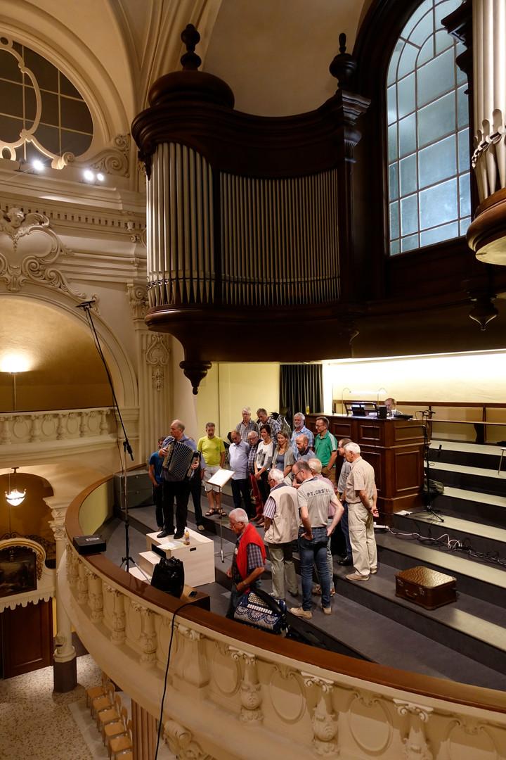 Orgelchilbi-2018_003_JCRG mit Orgel.jpg