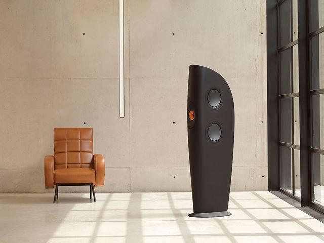 2 solo chair black blade.jpg