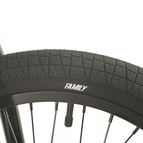 "Family F2128 Tyre 20"" x 2.2"""