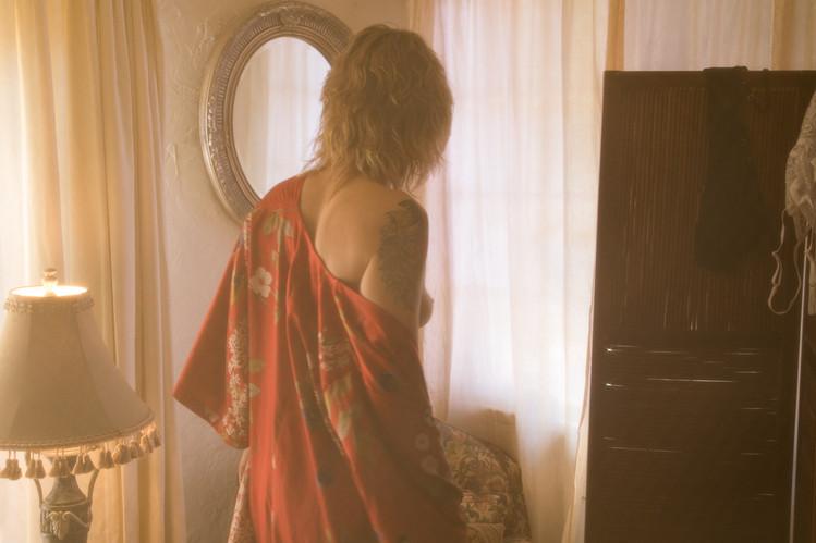 woman-kimono-sideboob-boho-boudoir.jpg
