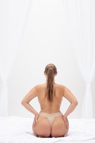 curvy-woman-hourglass-figure-boudoir.jpg