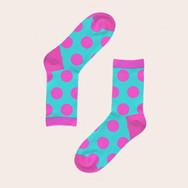 medias azules con puntos de color rosa
