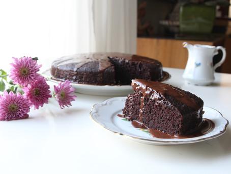 עוגת שוקולד רכה ועסיסית שלא יושבת על המצפון