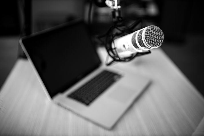 high-angle-radio-microphone-laptop_edite