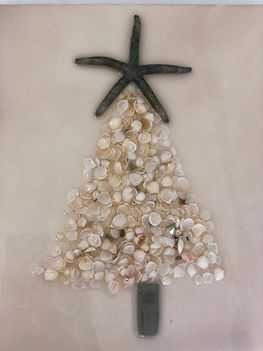 Natural shells and starfish Christmas Tr