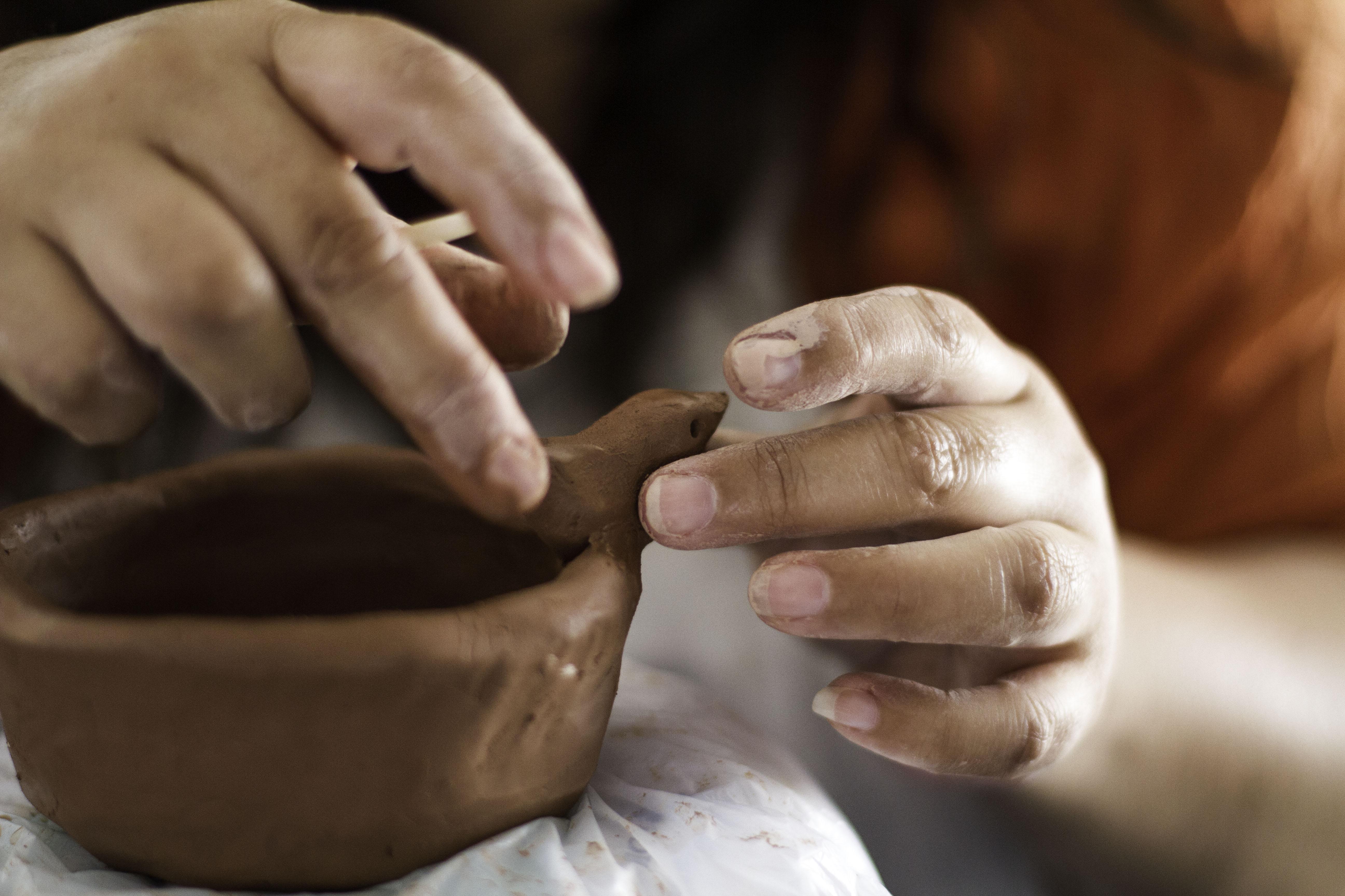 Karina García, piezas en cerámica