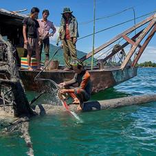 Marie Annie Gouret, Pêcheurs Bûcherons au Laos
