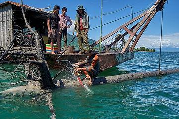 Pêcheurs Bûcherons au Laos_Marie Annie Gouret.jpg