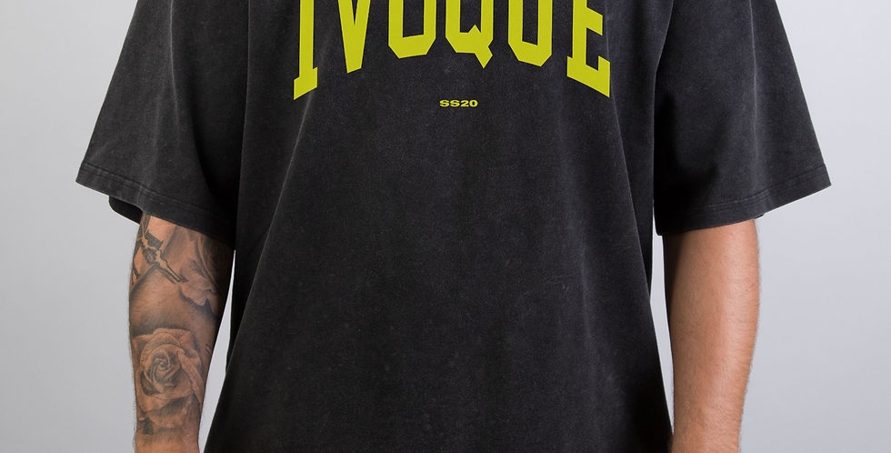 IVOQUÉ - Logo Tee Washed Black Yellow