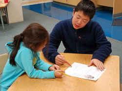 An IA explaining an English worksheet to a student