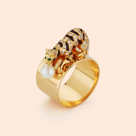 18k Yellow Gold Crouching Tiger Ring with a Pearl, Emeralds and White Diamonds (0.41 tcw)