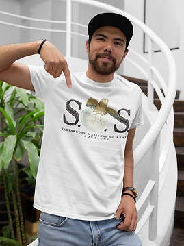 t-shirt-mockup-of-a-happy-customer-with-
