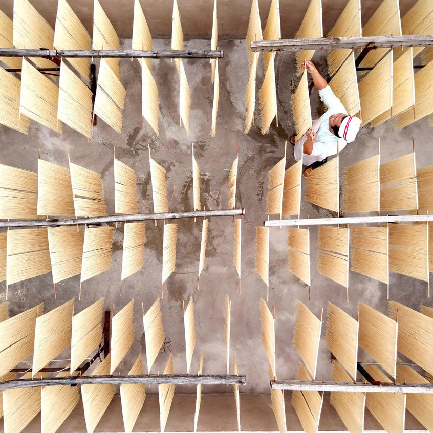 Hanging-up-Noodles-3rd-place-Portrait-Enthusiast-2017-SkyPixel-Photo-of-the-Year