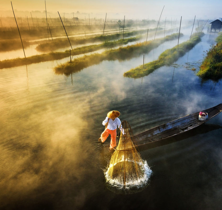 Sun's-Up-Nets-Out-1st-place-Landscape-Professional-2017-SkyPixel-Photo-of-the Year