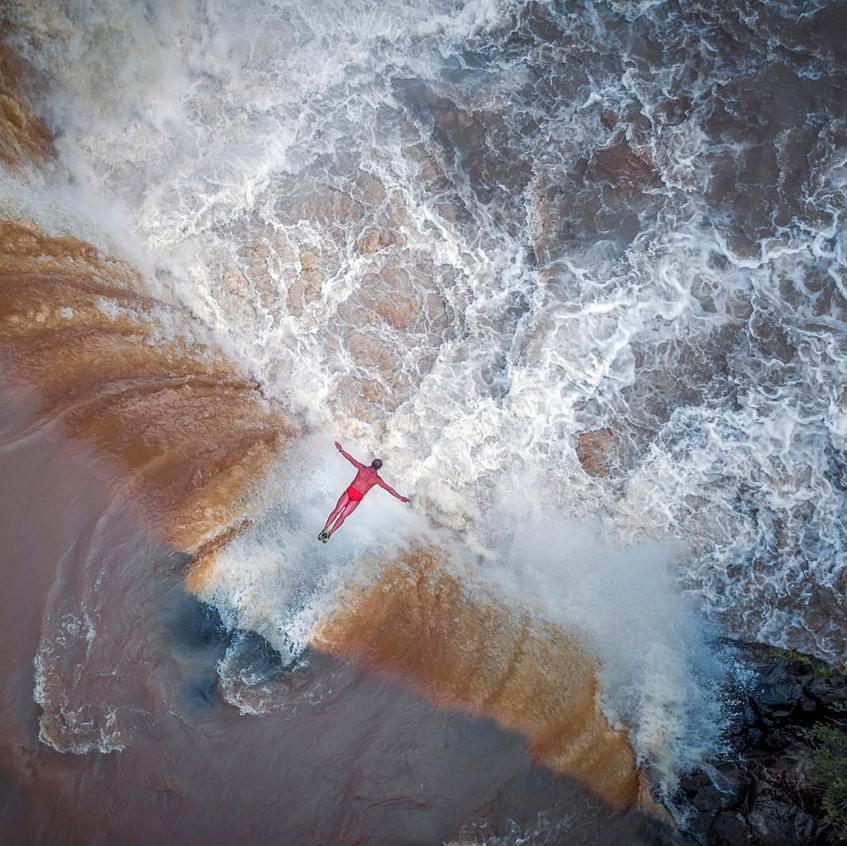 Waterfall-Hero-2nd-place-Portrait-Professional-2017-SkyPixel-Photo-of-the-Year