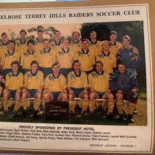 The AL1 team from 1994 with life members Neville Drake and Peter Mullins.
