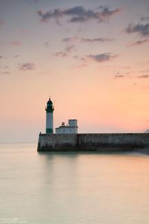 Le Treport Lighthouse Sunrise.jpg