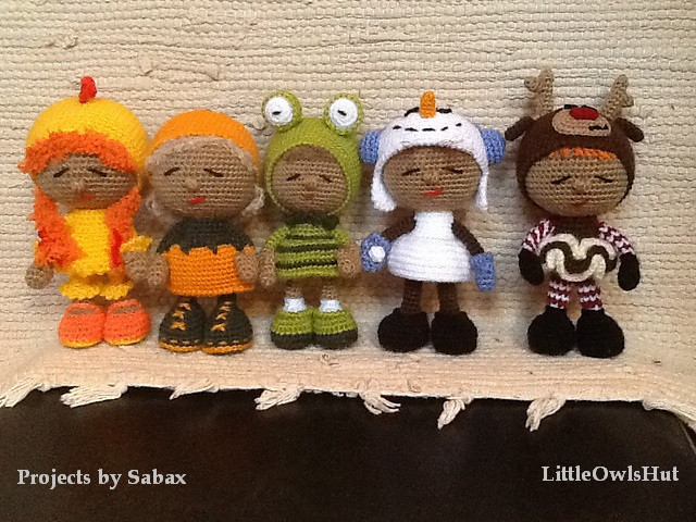 Embroidered eyes on crocheted dolls as an alternative to half beads