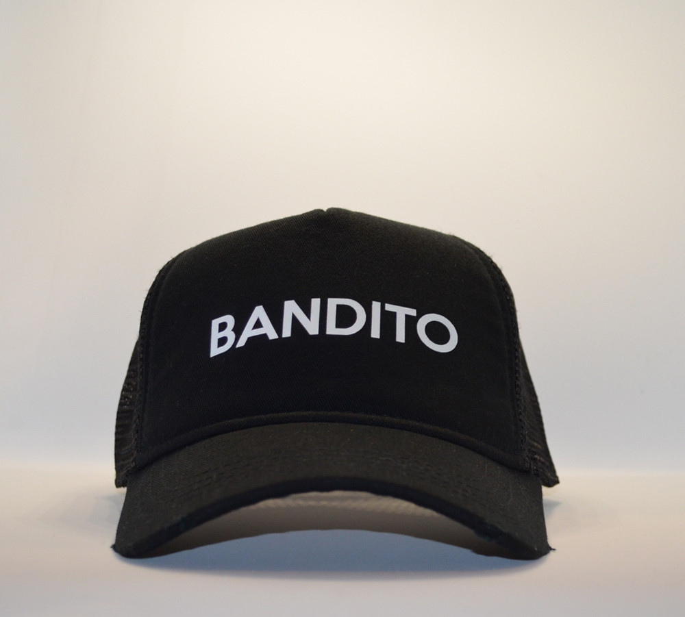 Cappello bandito bianco.jpg