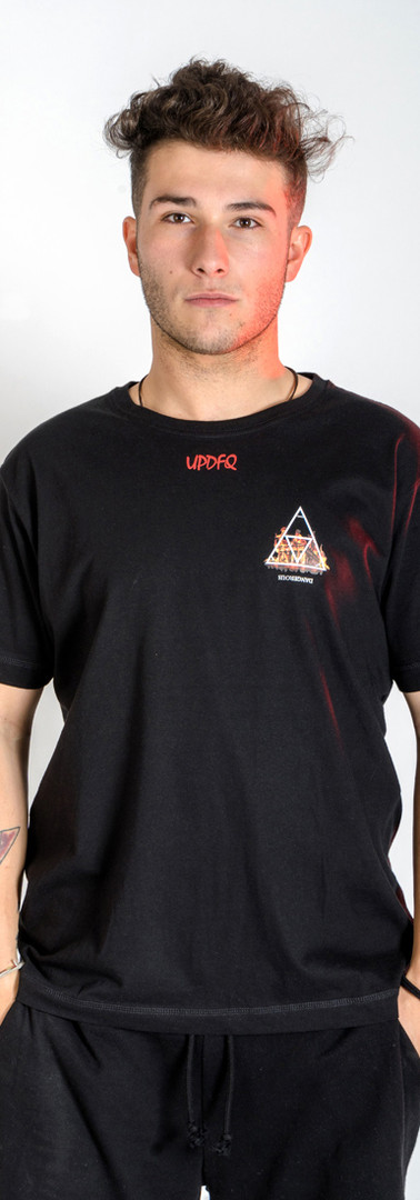 t-shirt-street-dangerous-modello-fronte-