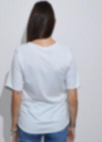 maglietta oversize bianca retro indossat