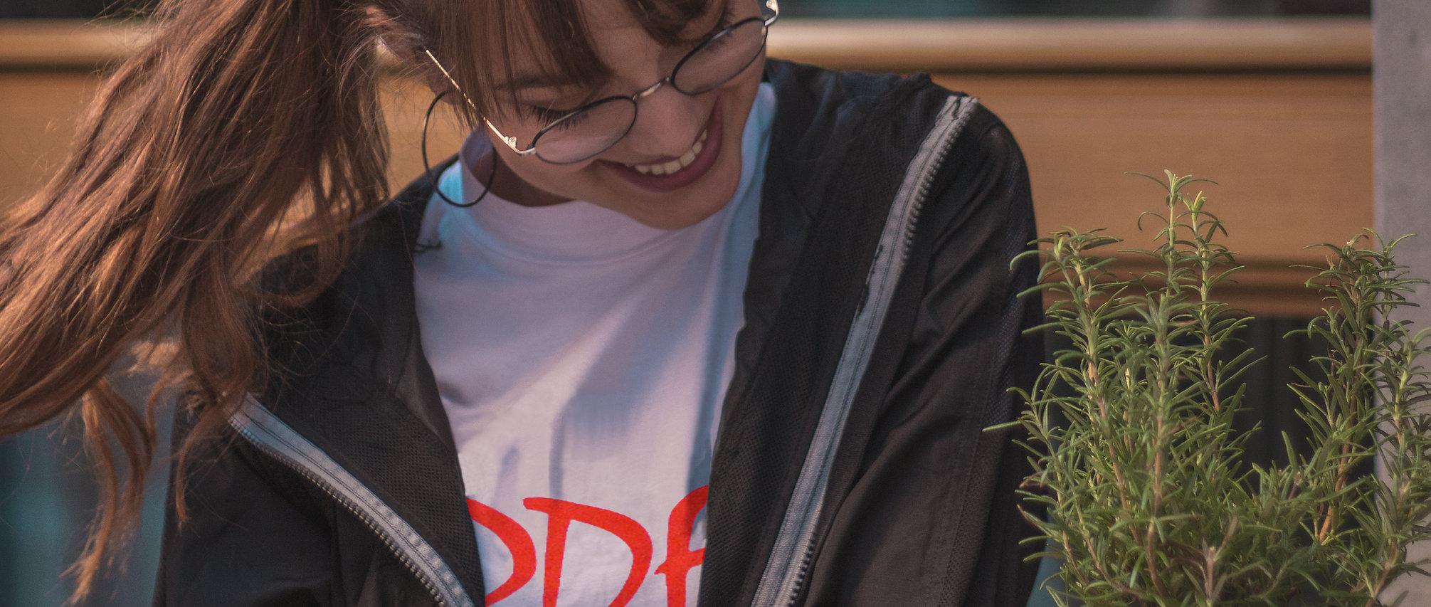 foto scattata durante il lookbok abbigliamento streetwear di Updfq brand della nostra t-shirt logo updfq