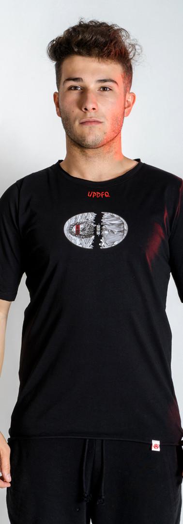 t-shirt-oversize-no-hero-modello-fronte-