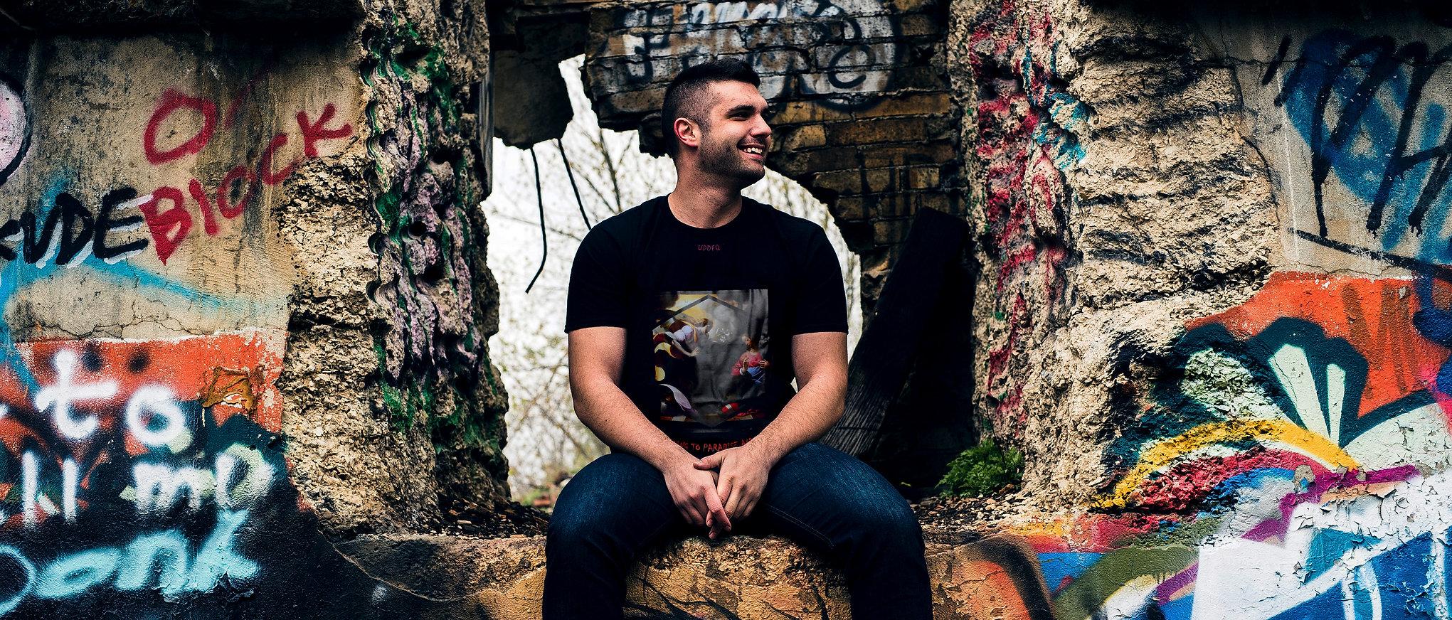 foto scattata durante il lookbok abbigliamento streetwear di Updfq brand della nostra t-shirt annunciation