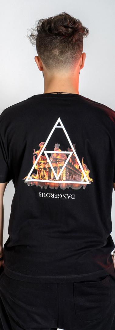 t-shirt-street-dangerous-modello-retro-u
