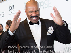 Steve Harvey reacts to meeting Robin Leach at the 2015 Miss Universe pre-show Red Carpet 2105 Copyri
