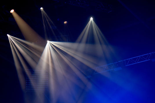 stage-lights-with-smoke-on-concert-WGEUP