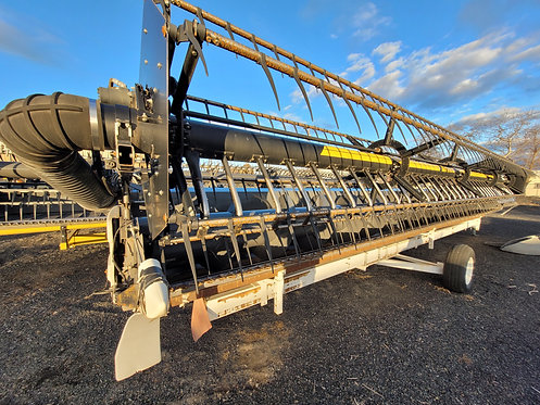 2013 Gleaner 8200 30' with Crary Air Reel