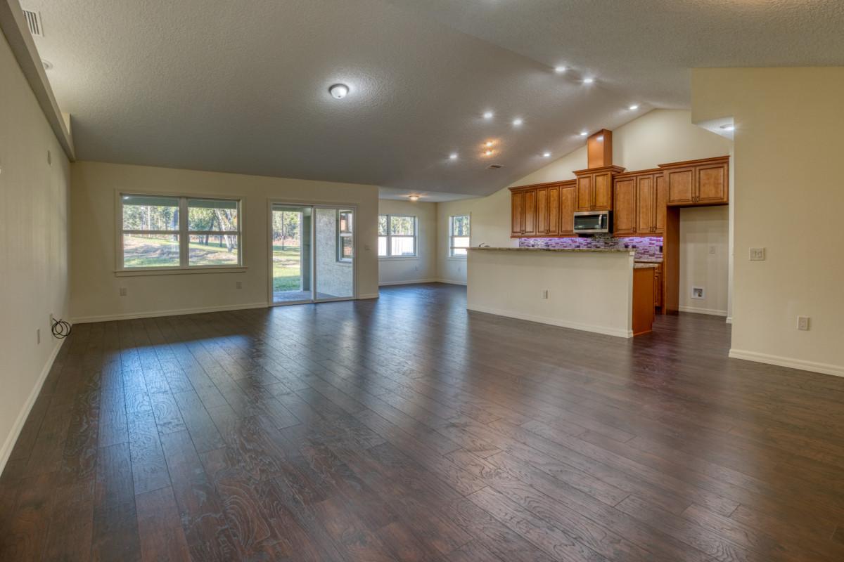 Livingroom into kitchen
