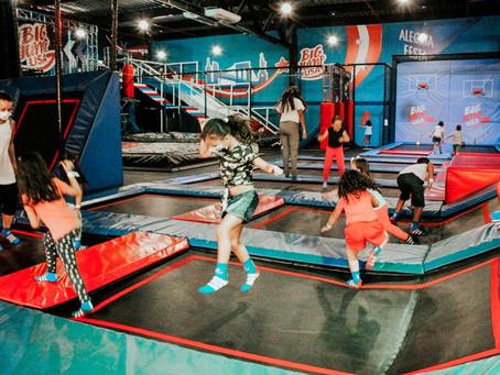 Big Jump: conheça os benefícios de um parque de trampolins.