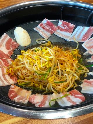 Busan's Must Eat Food Vlog - Galmi Clam, Pork Bone Soup & Ssiat