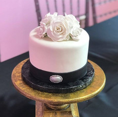 1 Tier Black and White Wedding Cake