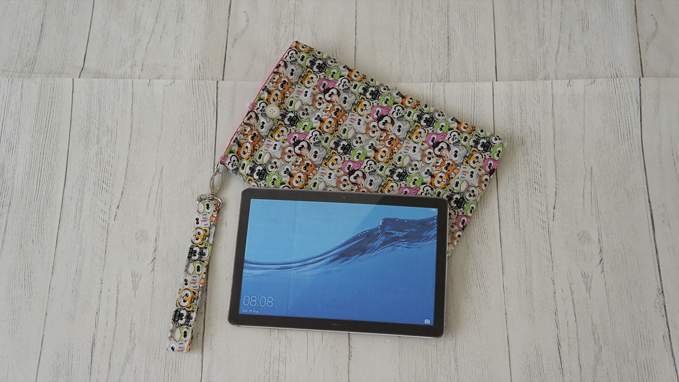 Small padded Sleeve with wrist loop for tablets up to 17x25 cm / 7x10 inch.