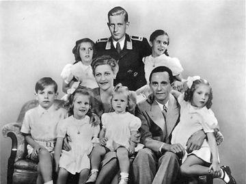 Goebbels family c. Bundesarchiv.jpg