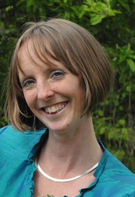 Julia Edwards headshot