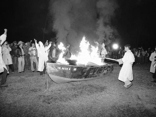 Cuộc chiến giữa ngư dân Việt Nam và hội kín KKK báo hiệu kiểu chủ nghĩa Da Trắng Thượng Đẳng mới