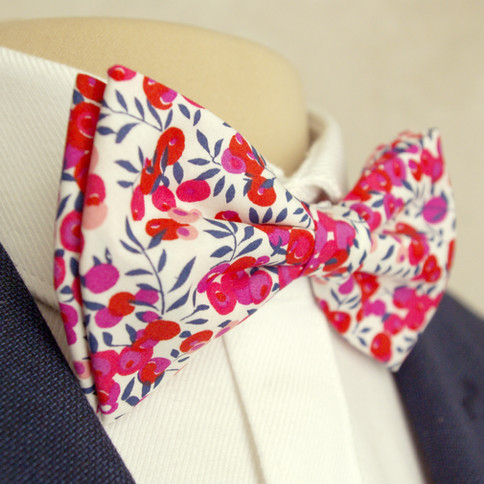 Wiltshire Liberty Print Bow Tie