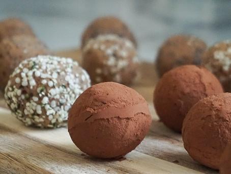 4-Ingredient chocolate peanut butter protein bites