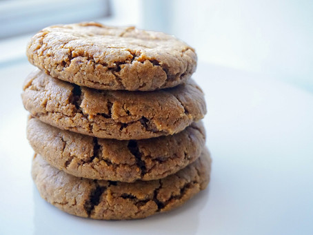 5-Ingredient soft & fudgey peanut butter cookies