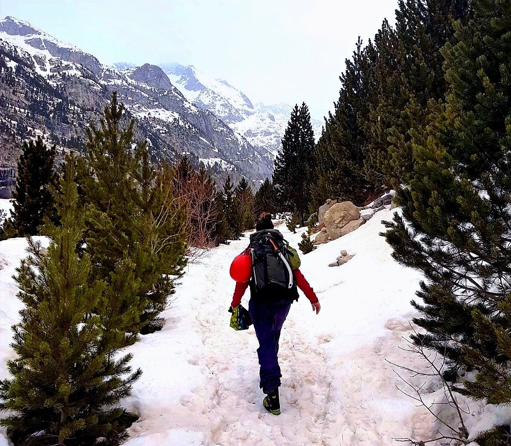 Ascent to ice climbing in Spain when having an endometriosis flare up