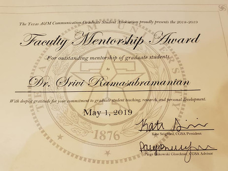 """Receiving the """"Faculty Mentorship Award"""" from our grad students"""
