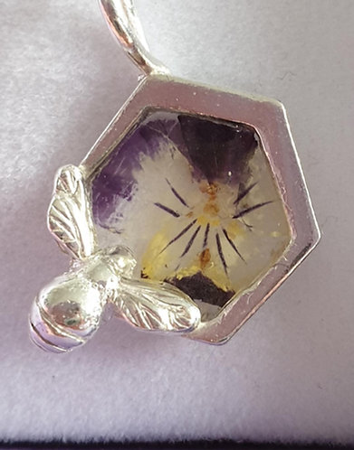 Silver bee on hexagon shape with pansy in resin